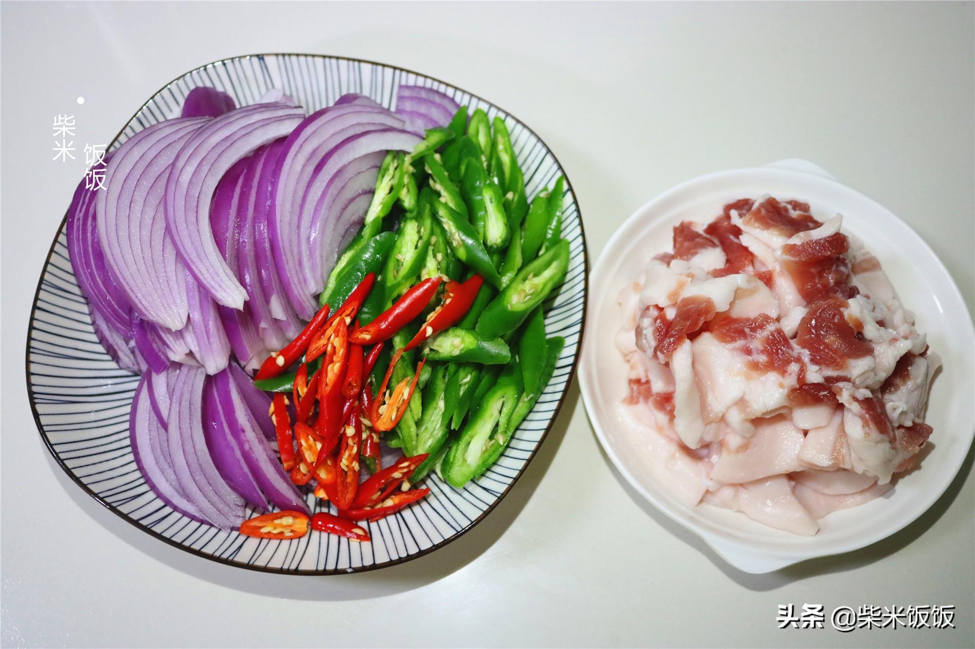 这道菜简单又好吃,大火快炒,几分钟上桌,香辣开胃吃不够