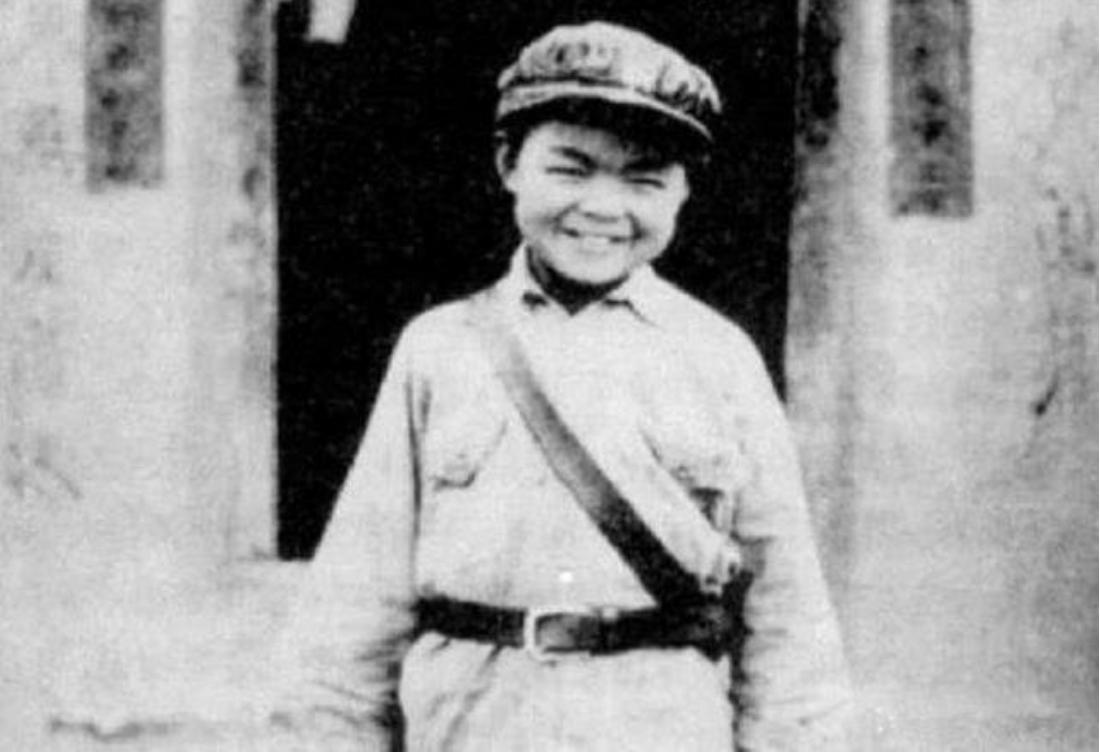 10岁小孩自称参加过长征,毛主席问:谁能证明?小孩回答:贺龙