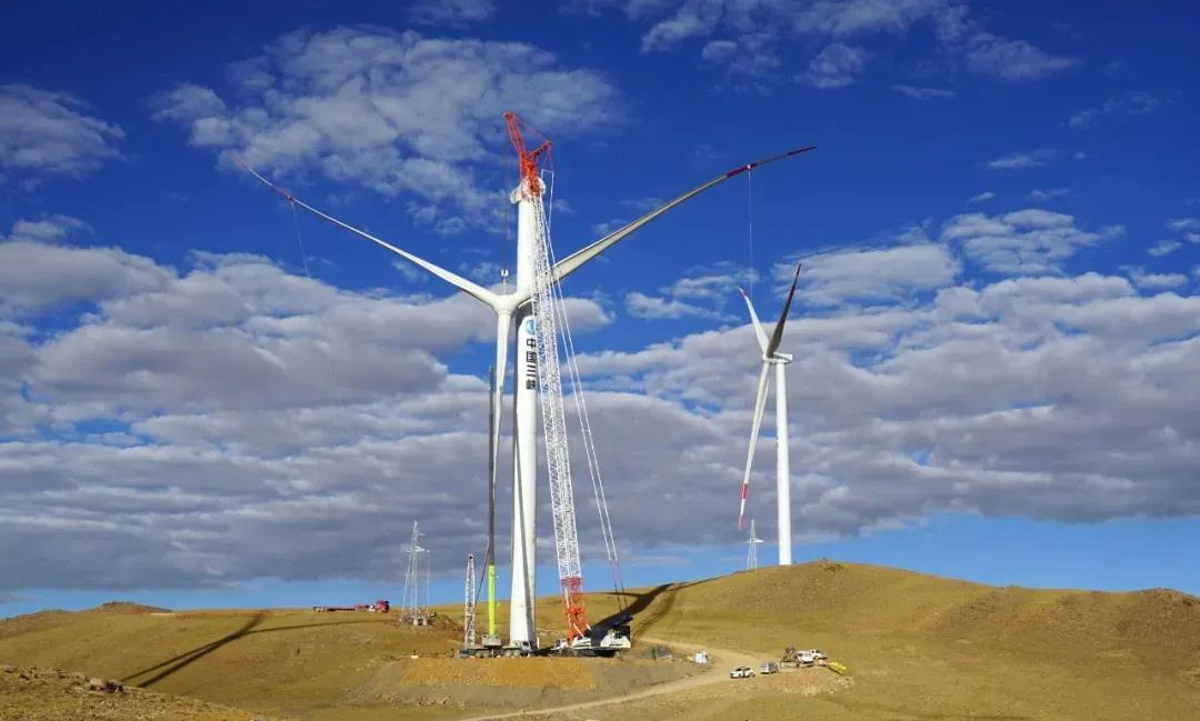 中联重科起重机闪耀世界之巅 圆满完成全球海拔**高风电场机组吊装